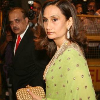 Shobhana-Bhartia-With-Her-Husband